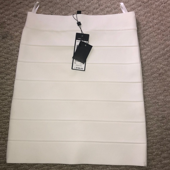 BCBGMaxAzria Dresses & Skirts - Bc has skirt